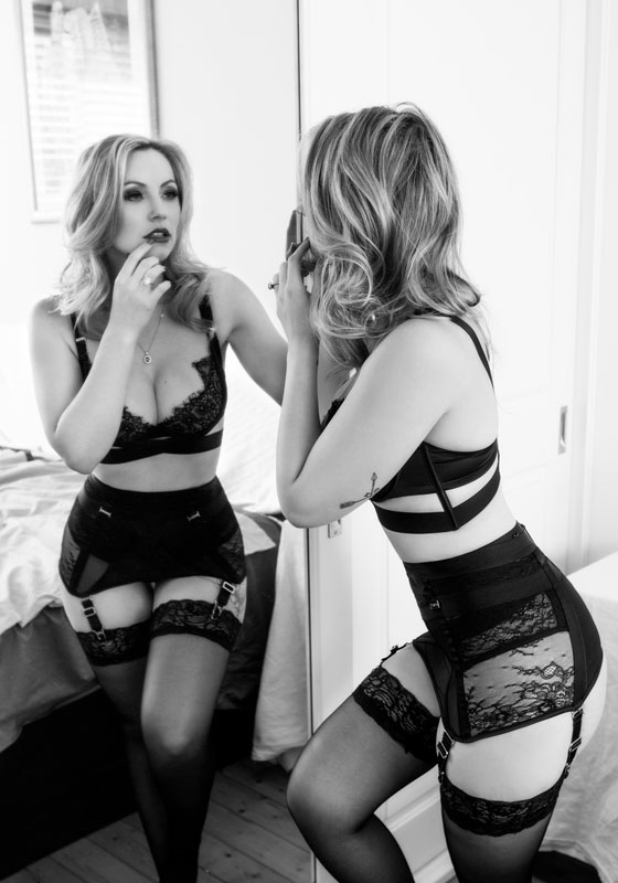 boudoir photos with mirror