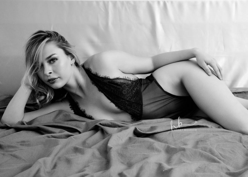 boudoir side pose